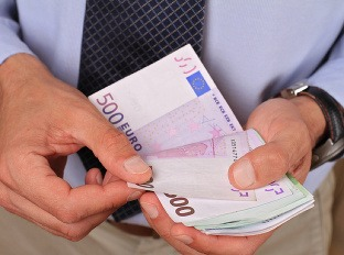 Porastie ešte minimálna mzda?
