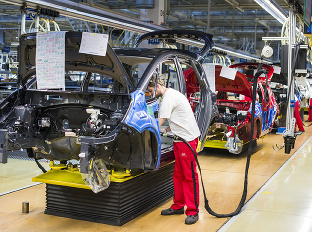 Známa automobilka zvyšuje platy: