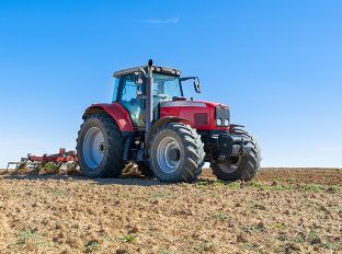 Slováci kupujú menej traktorov: