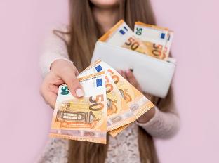 Dostanú 1200 eur mesačne
