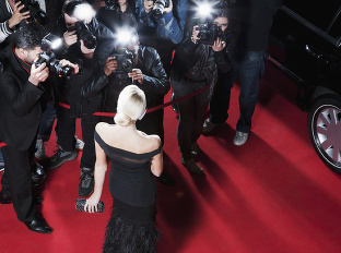 sláva, žena, červený koberec