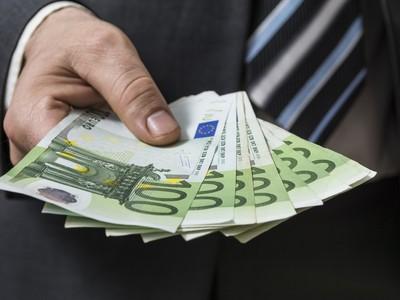 Plat 2 320 eur,