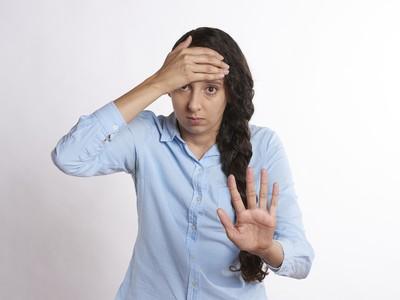 nahnevaná žena, šokovaná žena
