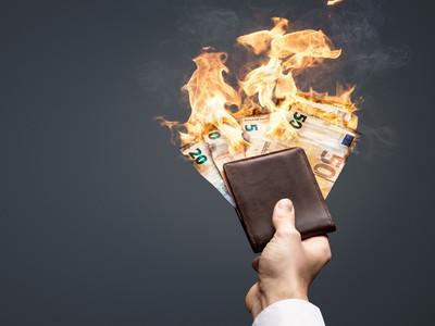 míňať, peniaze, peňaženka, oheň