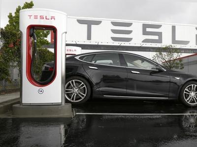 Elon Musk spúšťa prevádzku