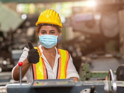 Novobanská firma zvláda pandémiu