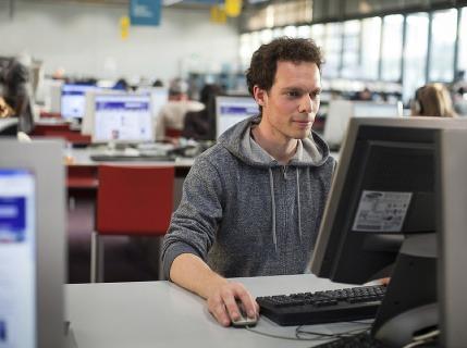 Zručnosť, bez ktorej sa na trhu práce nepohnete: Slováci sa v nej zlepšujú, veľmi sa im ale za ňu platiť nechce