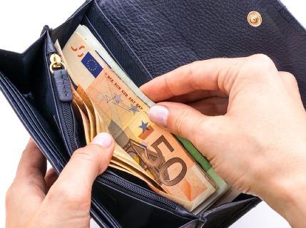 Ako si mesačne odložiť 50 (a viac) eur? Stačí 8 krokov a budete mať plnšiu peňaženku