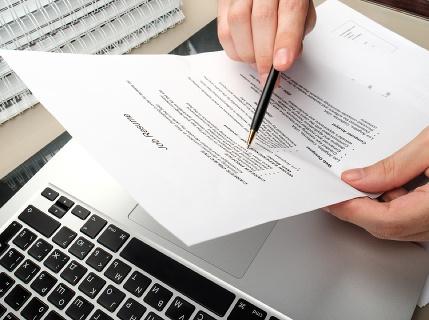 Klince do rakvy každého životopisu: 9 vecí, ktoré vám zruinujú CV, toto doň určite nepíšte