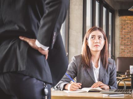 Odborník radí: Nedajte sa zastrašiť zamestnávateľom, po novom môžete prezradiť nielen mzdu, ale aj stav firemných záchodov