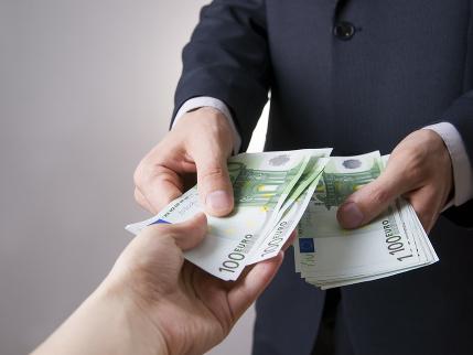 Zamestnávatelia minulý rok mzdy neznižovali, tretina firiem plánuje platy zvyšovať