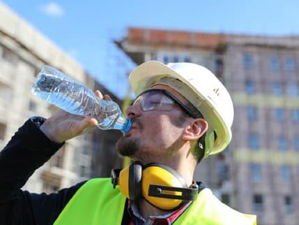 Aké povinnosti má zamestnávateľ počas horúčav a tropických dní? Prinášame vám prehľad všetkých informácií