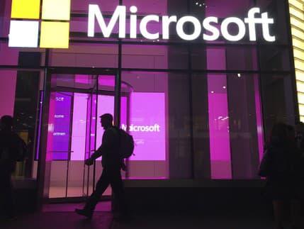 Zamestnancom Microsoftu stopli návrat do kancelárií: Home office predlžujú aj ďalšie spoločnosti