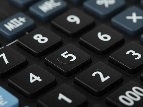 Ak príjem povinne poistenej SZČO neprekročí hranicu 4716 eur, povinné poistenie jej zanikne k 30.6.2013.