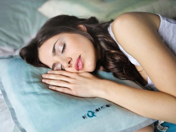 žena, spí, spánok