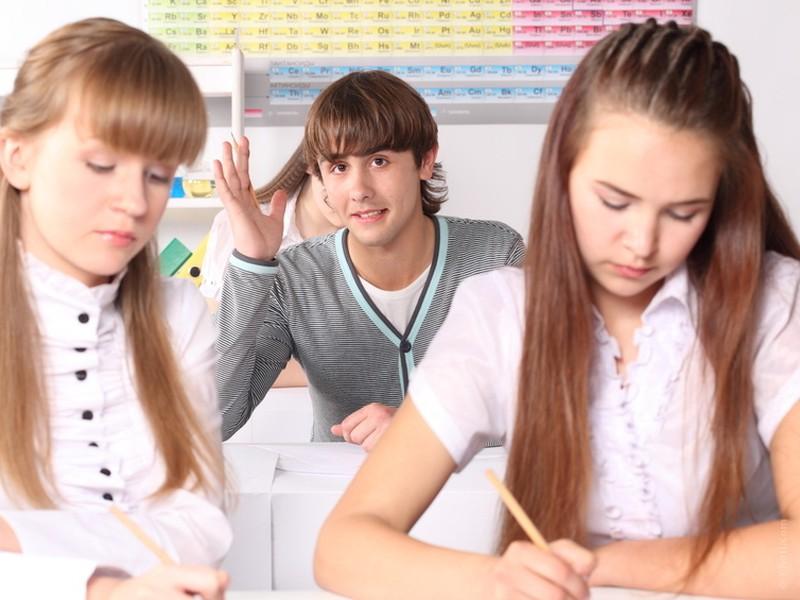 Za študenta sa považuje aj fyzická osoba, ktorá ukončila 1. stupeň vysokoškolského štúdia a v rovnakom kalendárnom roku bude pokračovať aj v 2. stupni VŠ.