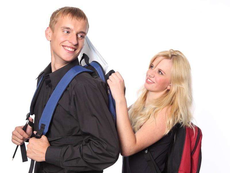 V prípade, že študent pred odchodom podá odhlášku z dobrovoľného nemocenského poistenia a z dobrovoľného poistenia v nezamestnanosti, dobrovoľné poistenie mu zanikne na základe prejavu jeho vôle.
