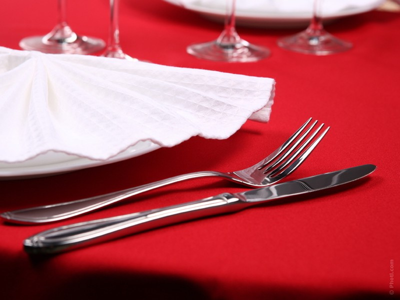 Pri stolovaní s obchodným partnerom platia predpísané pravidlá.
