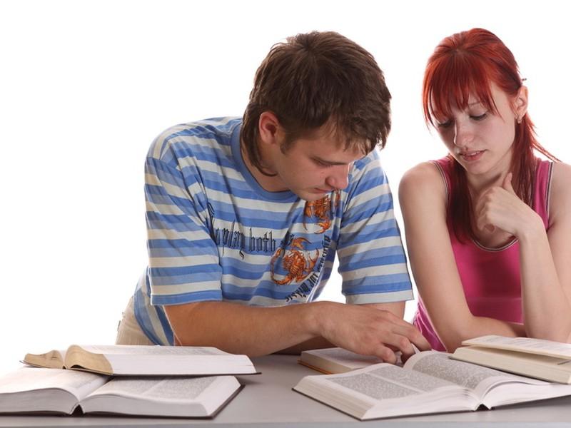 Vysokoškoláci budú platiť na budúci rok odvody od zárobku 159 eur.