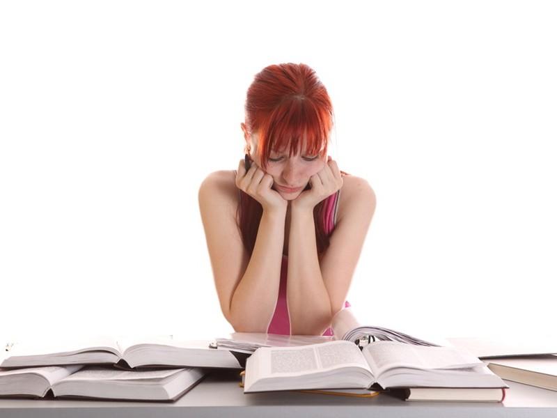 Zákonník práce neobmedzuje počet  dohôd, ktoré môže študent so zamestnávateľmi uzatvoriť.