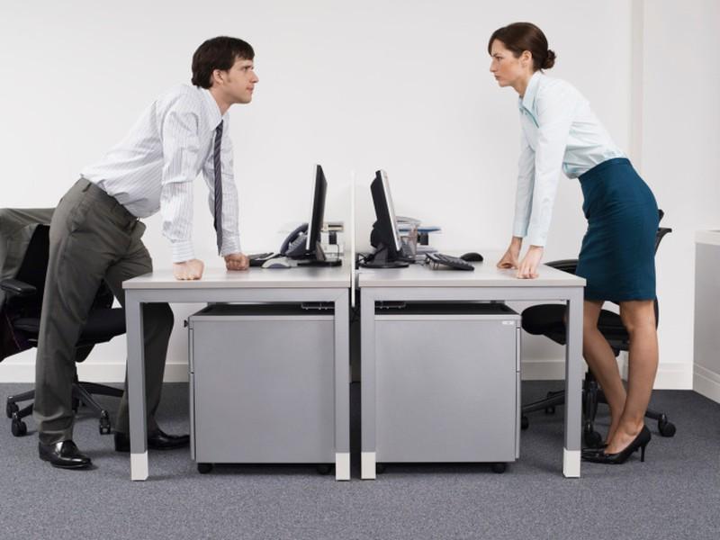 Agentúrny zamestnanec musí mať rovnaké postavenie ako interný.