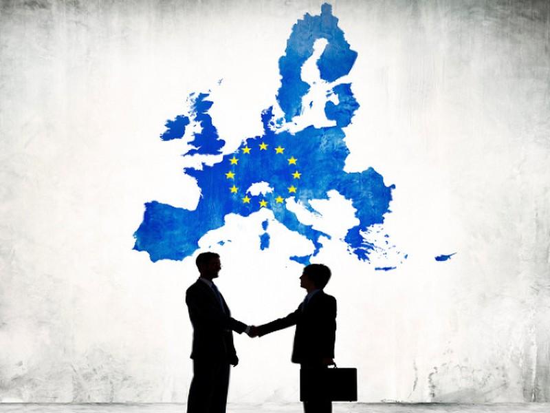 Kým Luxemburčania a Dáni dosahujú priemerný plat nad 3-tisíc eur, Rumuni a Bulhari musia mesačne vyžiť s výplatou nižšou ako 400 eur.