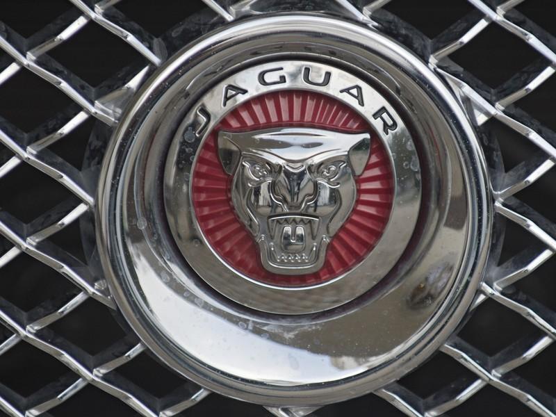 Vláda podpísala investičnú zmluvu s automobilkou Jaguar Land Rover