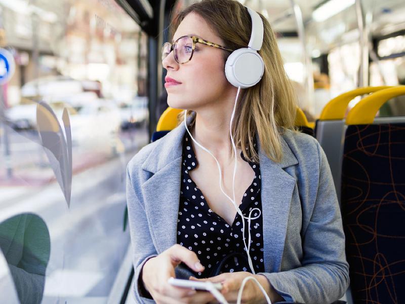 žena, podcast, bus, vzdelanie, učenie sa