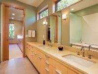 Zariadenie kúpeľne ašatníkov