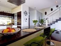 Kuchyni dominuje veľkorozmerný pult