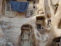 Domov vytesaný do skaly.
