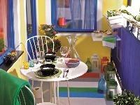 Pestrofarebný balkónový karneval. Ak