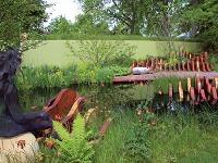 Drevené mólo pri záhradnom