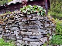 Horizontálne položené kamene –