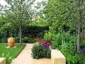 Záhrada je od okolia