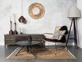 Vzemitých farbách zariadená obývacia