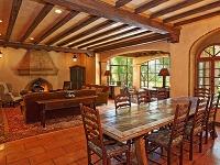 Vrustikálnom priestore obývačky sjedálňou