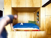 Priestor pod posteľou je
