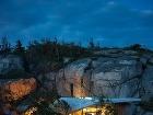 Chata so skalou v
