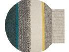 Vlnený koberec netradičného tvaru