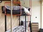 Poschodová posteľ so zábradlím