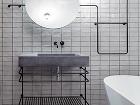 Industriálny vzhľad kúpeľne podčiarkuje
