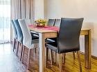 Veľký jedálenský stôl jednoducho