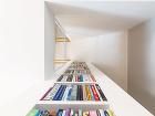 Knižnica vedľa kozuba, ktorá