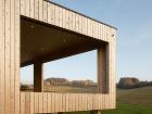 Jednopodlažný dom obložený drevom