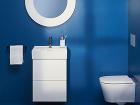 Umývadlo, zrkadlo, jeden uterák