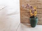 Tmavozelená váza s dekoračnou