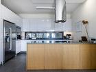Moderná kuchyňa vbielom lesku