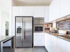 Obývačka s kuchyňou plynule