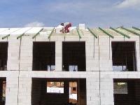 Na bielu strechu zYtongu